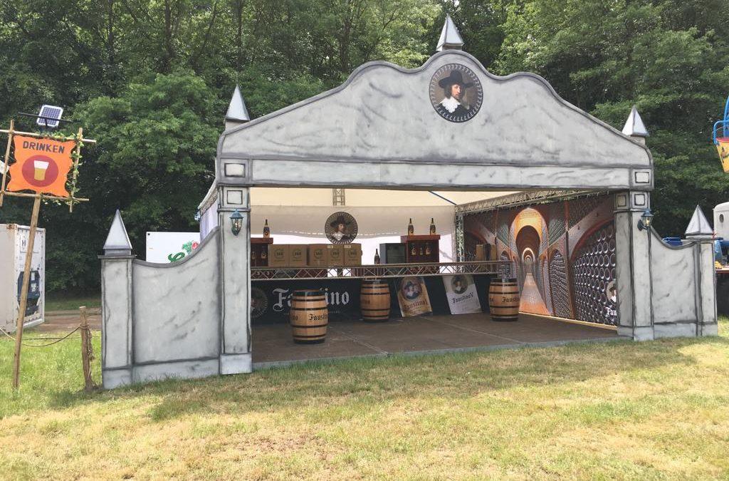 Productpresentatie op een festival